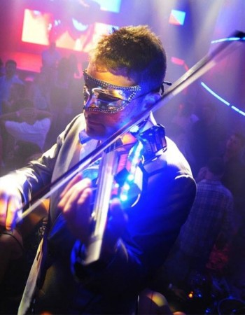 Monty Bloom performs Electric Violin at Mansion Nightclub